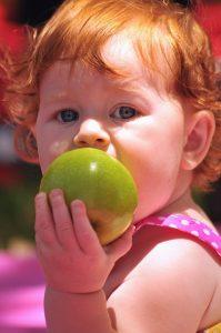 """Copiii pot învăța conceptul """"green"""" de la vârste fragede"""