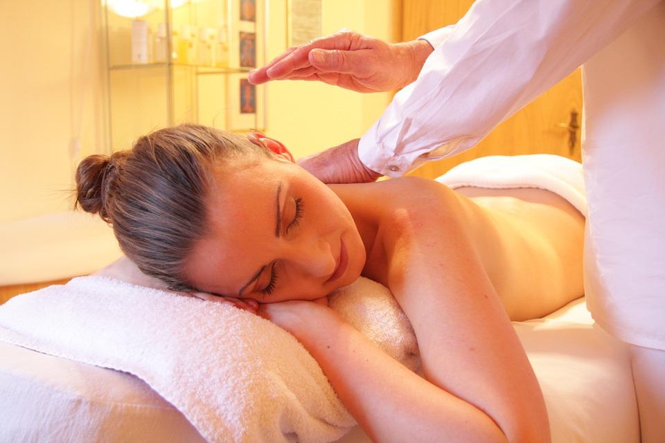 Masajul gravidei și mamei. Dușul înainte și după masaj