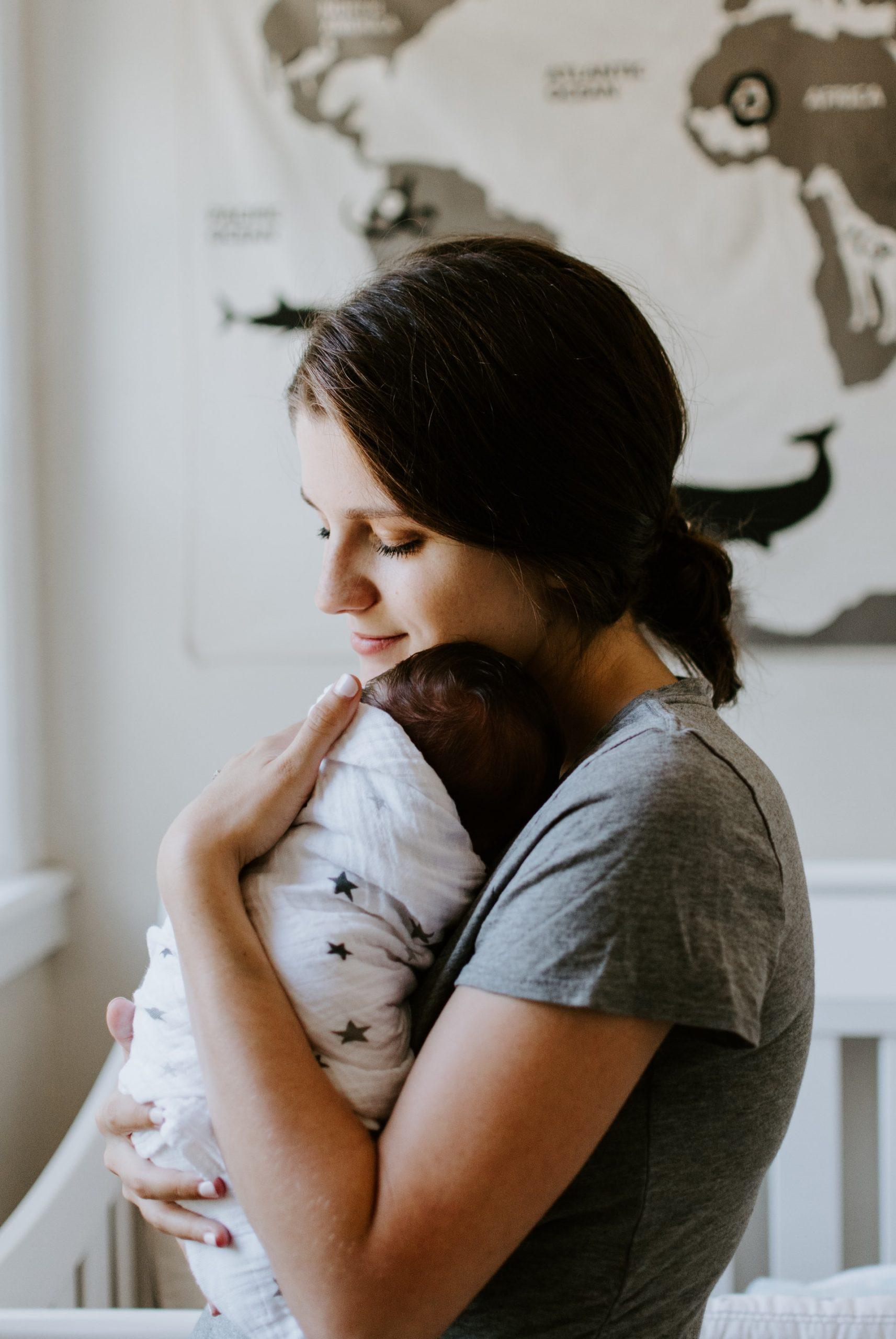 Regurgitatul bebeluşilor Când apare? Când ne îngrijorăm?
