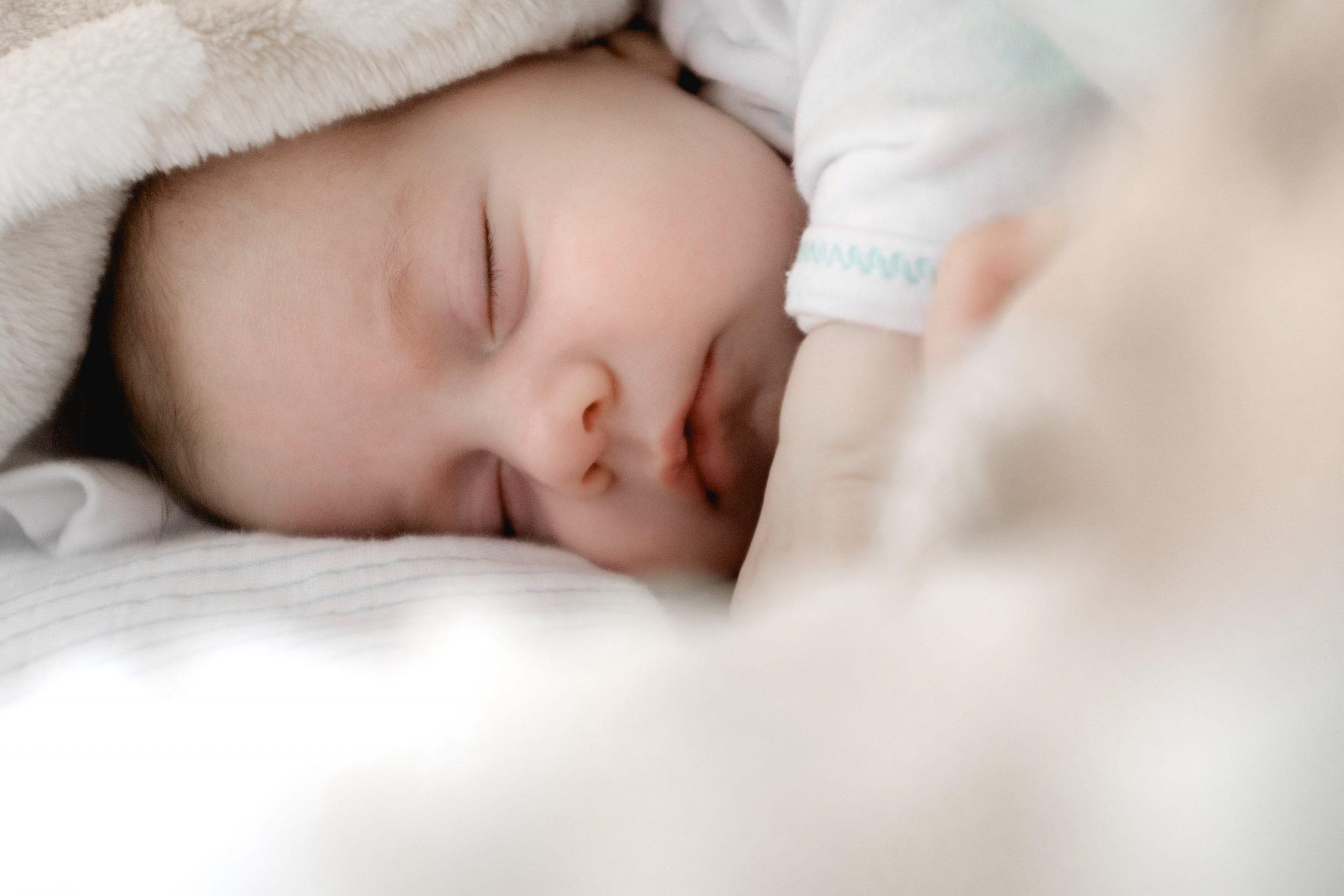 Somnul liniștit al bebelușilor reprezintă secretul somnului liniștit al părinților!