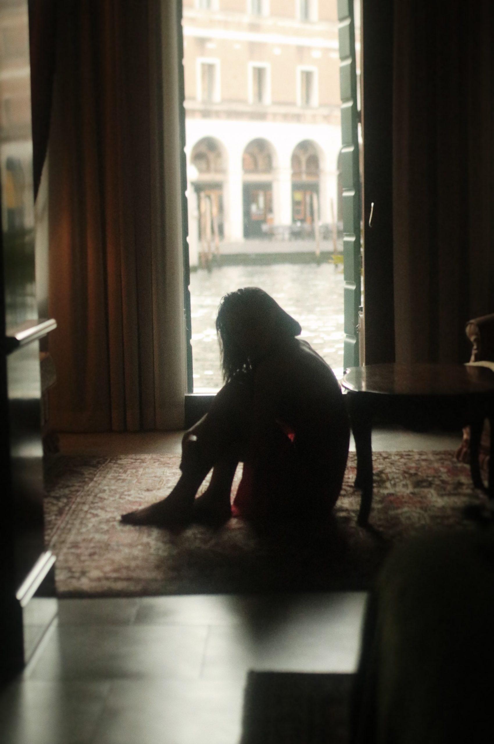 Depresia postnatală – cum o recunoaştem, cum o tratăm şi cum o evităm?